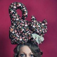 Лидия Кожевникова - cat on the head