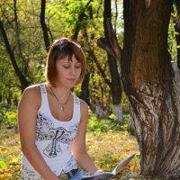 Читающая девушка :: Янина Цыганок