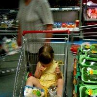 ...и в магазине. Ребенка лучше в магазине покупать. :: Алексей Ярошенко