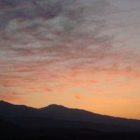 Восход солнце,над Иссык-Кулем....... :: Людмила Ларькина