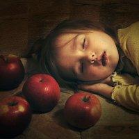 Яблочные сны... :: Елена Ященко