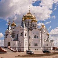 Белый храм на Белой горе :: Дмитрий Казаков