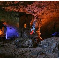 Одна из карстовых пещер залива Халонг :: Олег Лаврик