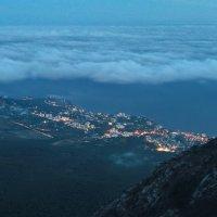 южный берег Крыма зажигает огни :: Николай Ковтун