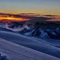 Рассвет на склоне Эльбруса :: Александр Чазов