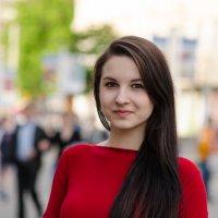 Девушка в красном №1 :: Никита Ромашков