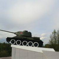Великие Луки. Танк-памятник... :: Владимир Павлов