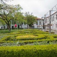 Монастырский дворик :: Елена Миронова
