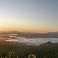 Облачное озеро ранним утрром :: Николай Глазьев