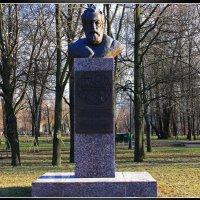Памятник Чилингарову А.Н.(Аллея Славы.) :: Александр Лейкум