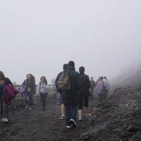 Вверх-вниз в туман на Везувии :: Любовь Изоткина
