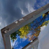 Окно в осень :: Сергей Шаврин