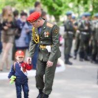 Когда будешь большим.... тоже будешь солдатом.... :: Елена