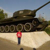 я знаю,этот танк победил нацизм!!!!!!!!!!! :: Karen Torosyan