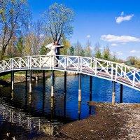 Свадебная прогулка в  парке музея - усадьбы имени С.В. Рахманинова. :: Валерий Рыкунов