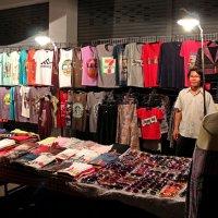 Таиланд. Чанг-Май. У художественного училища продают авторские футболки :: Владимир Шибинский