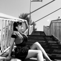 девушка на мосту :: виктор омельчук