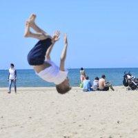 сальто на пляже :: Денис Шевчук