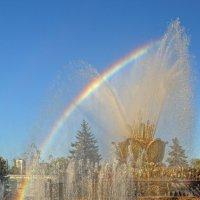 Радуга и фонтан Каменный цветок :: Aleks