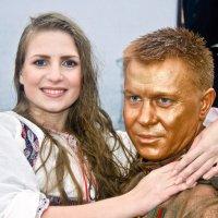 Алёнушка Васнецова на руках солдата Вучетича. :: Валерий Рыкунов