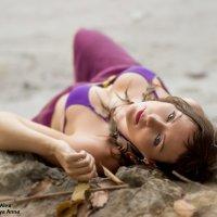 Девушка , лежащая на камне :: Alex Lipchansky