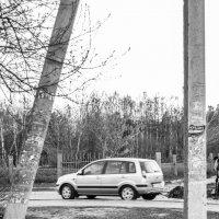 Автомобиль под электроаппорой. :: Сергей Черепанов