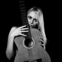 Музыка в руках :: Катерина Язловецкая