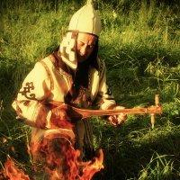 Певец-сказитель Кайчи повествует одну из легенд Алтая. :: Николай Николаенко