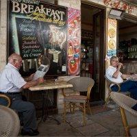 В Кипрской таверне :: Виктор Перякин