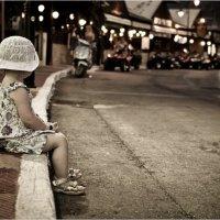Девочка и огоньки... :: Andrey Avdeev