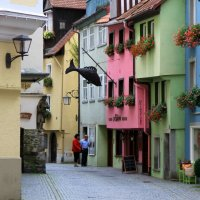 Разноцветная улица :: Геннадий Коробков