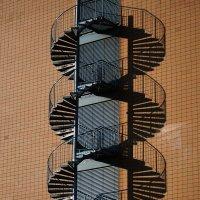 Винтовая лестница и её тень :: Андрей Дмитренко