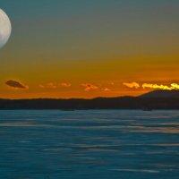 Лунный закат... :: игорь козельцев