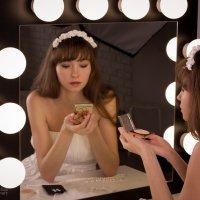 У зеркала... :: Эллина Новохатская