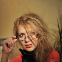 Девушка в красном. :: Ольга Герасимова