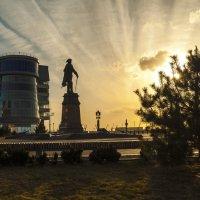 У памятника Петру I в Астрахани :: Игорь Кузьмин