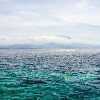 Бали, вид с ближайшего острова Лембоган :: Александр