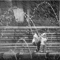 Внучка у фонтана! :: Владимир Шошин