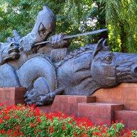 Монумент в парке имени 28 гвардейцев - Панфиловцев в городе Алматы. :: Лилия *