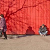 У красной стены... :: Наталья Новикова