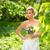 Невеста в парке на прогулке :: Дарья Кошелева