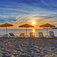 Dawn on the beach in Crete :: Дмитрий Лаудин