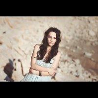 Девушка в пустыне :: Роман Грачик