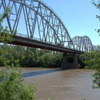 Мост через реку Урал :: Александр Облещенко