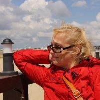 Лариса на пляже :: Елена Мартынова