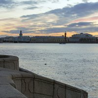 Спуск с Дворцовой набережной :: Valerii Ivanov