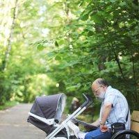 Дедушка с коляской :: Mayya Zorina