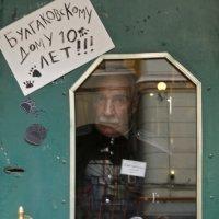 """нечаянный кадр у дома с """"нехорошей квартирой"""" :: Татьяна Нестерова"""