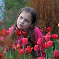 Нинок и тюльпаны :: Аркадий Котко