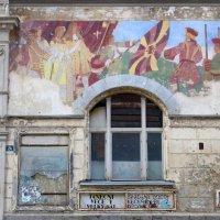 Загадочный заброшенный дом :: Евгений Кривошеев